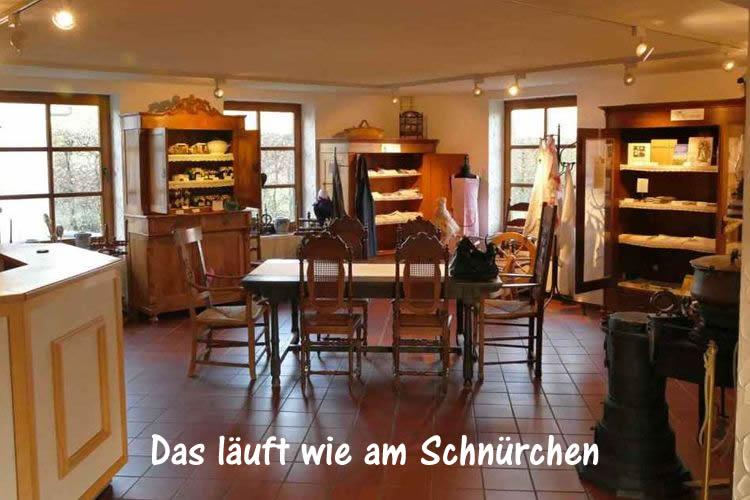 flachsladen-flachsmuseum-beecker-erlebnismuseen-antik-und-leinenlaedchen-heimatverein-beeck-Das laeuft wie am Schnuerchen